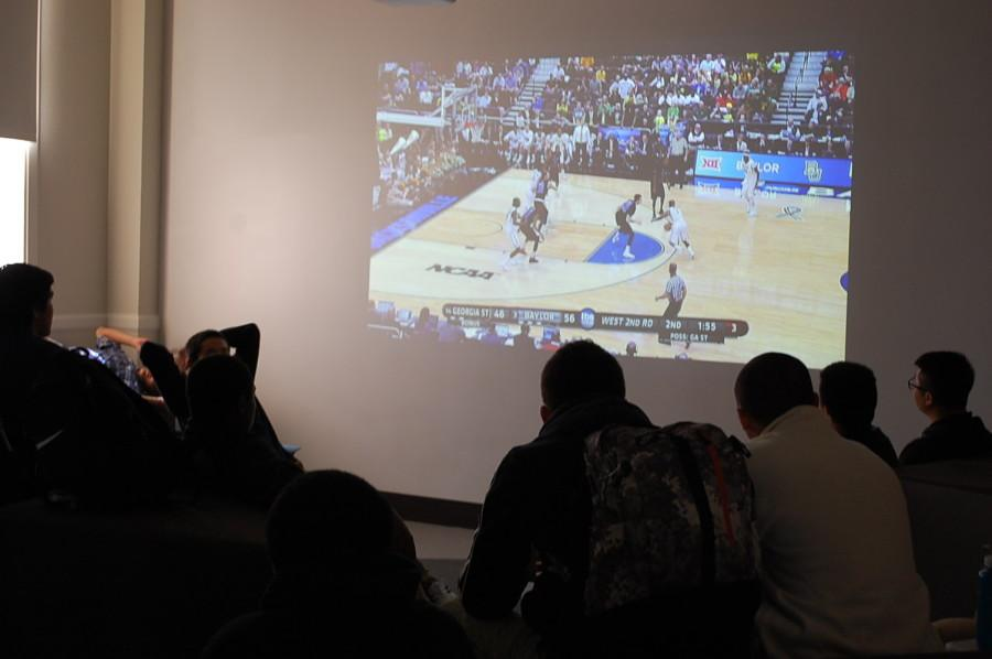 Students watch March Madness in the Learning Commons during a study period.